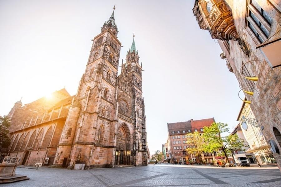 Nürnberg St. Lorenzkirche 900x600